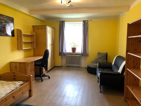 Geräumige Einzelzimmer mit Grundausstattung und Möglichkeit individueller Gestaltung