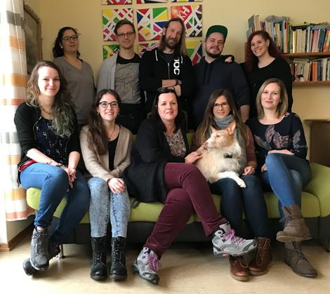 """Team """"Kuckuckshaus"""" mit Hausleitung Vera Schepsky (vordere Reihe, mittig)"""